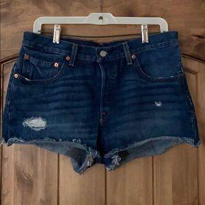 501 Levi cut off jeans